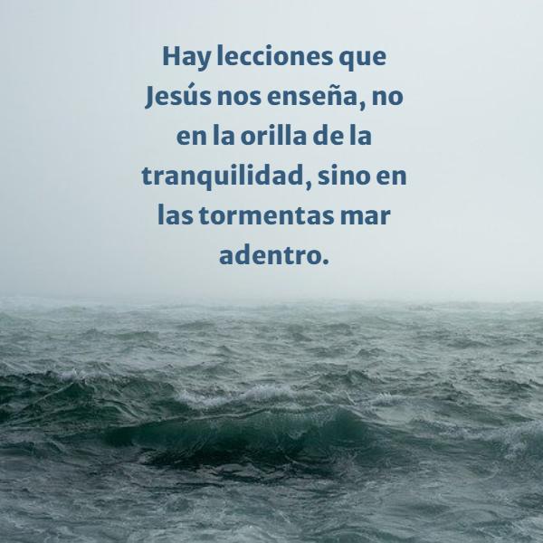 Frases sobre Religión - Hay lecciones que Jesús nos enseña, no en la orilla de la tranquilidad, sino en las tormentas mar adentro.